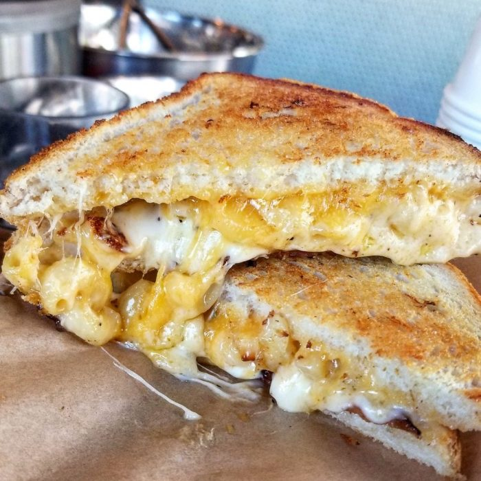 Mac N' Cheese Grilled Cheese Sandwich